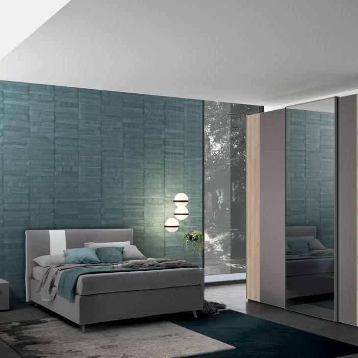 camera-matrimoniale-armadio-stile-moderno-anta-vetro
